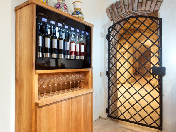 Wine Bar / Wine Shop